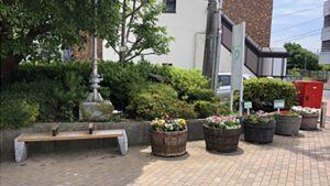 区役所前のベンチ