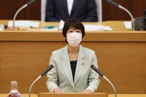 6月議会で討論に立つ大庭裕子議員